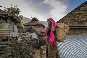 woman-with-basket_darding_nepalimg_0587